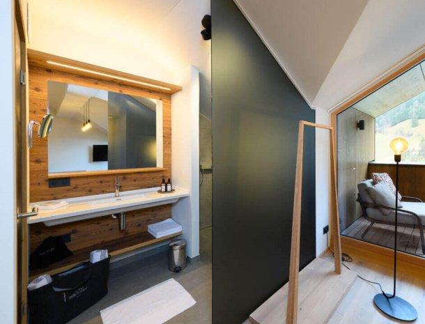 hotel-bergzeit-grossarl-loftzimmer-badkamer.jpg