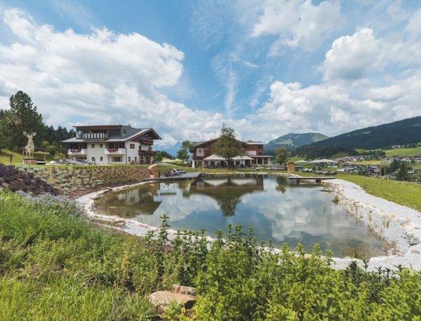hotel chalets grosslehen overzicht zwemmeer.jpg