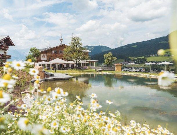 hotel.chalets grosslehen fieberbrunn zwemmeer bloemen.jpg