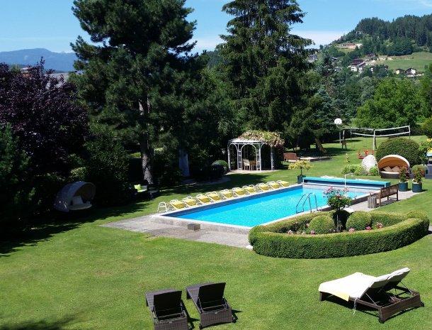 birkenhof-appartementen-dobriach-zwembad-overzicht.jpg