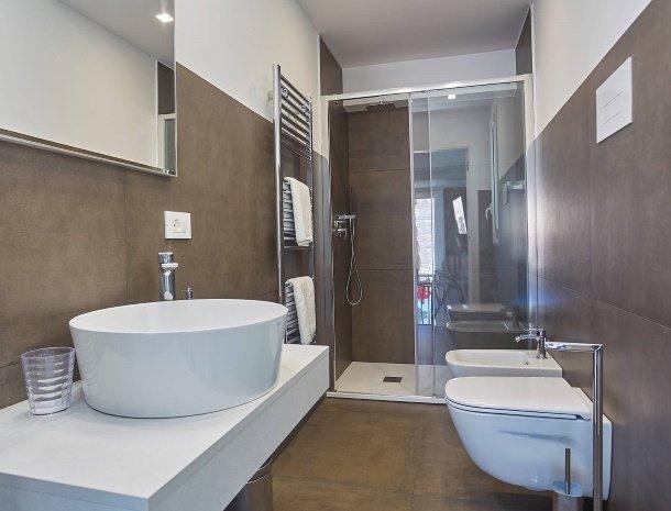 villa-adelfos-scopello-sicilië-badkamer-begane-grond.jpg