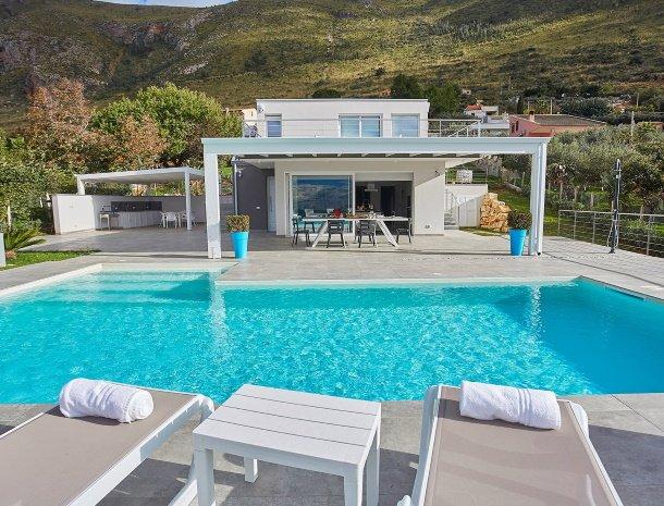 villa-adelfos-scopello-sicilië-zwembad-villa.jpg