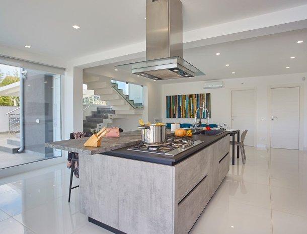 villa-adelfos-scopello-sicilië-keuken-modern.jpg