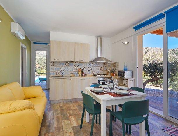 villa-montemar-scopello-sicilië-wwonkamer-keuken.jpg