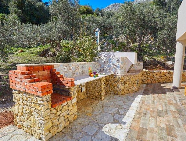villa-montemar-scopello-sicilië-buitenkeuken.jpg
