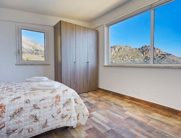 villa-montemar-scopello-sicilië-slaapkamer-uitzicht.jpg
