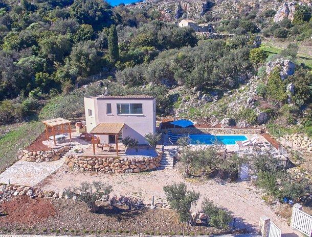 villa-montemar-scopello-sicilië-overzicht-huis.jpg