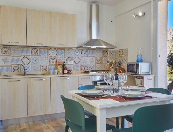 villa-montemar-scopello-sicilië-keuken.jpg
