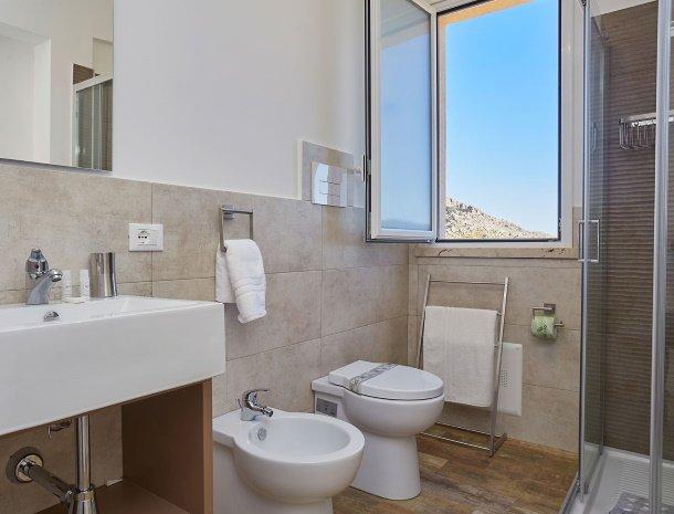 villa-montemar-scopello-sicilië-badkamer.jpg