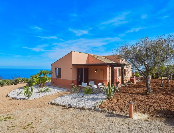 villa-tari-scopello-sicilië-overzicht-huis.jpg
