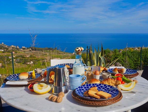 villa-tari-scopello-sicilië-ontbijt-uitzicht.jpg