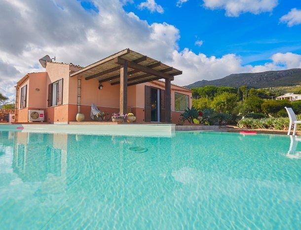 villa-tari-scopello-sicilië-zwembad-villa.jpg