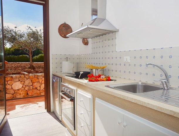 villa-tari-scopello-sicilië-keuken.jpg