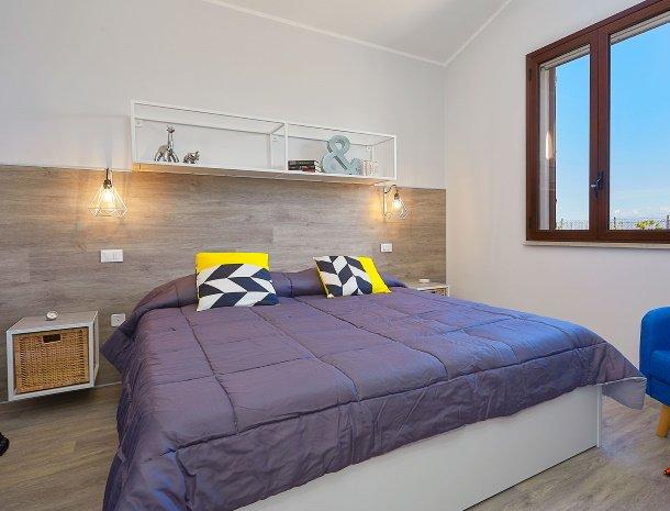 villa-tari-scopello-sicilië-slaapkamer-bed.jpg