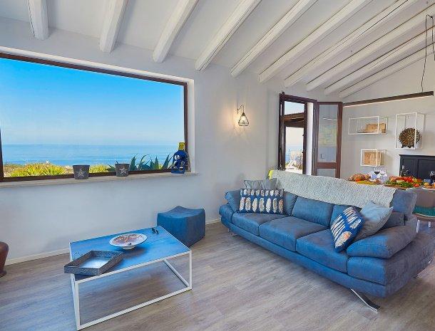 villa-tari-scopello-sicilië-woonkamer-uitzicht.jpg