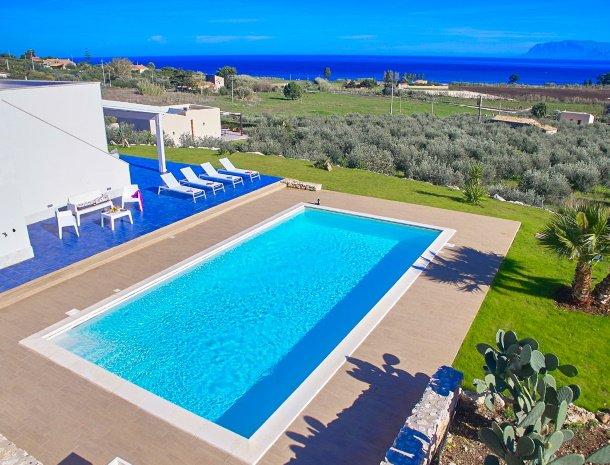 villa-ananda-scopello-sicilië-zwembad.jpg