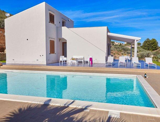 villa-ananda-scopello-sicilië-huis-terras-zwembad.jpg