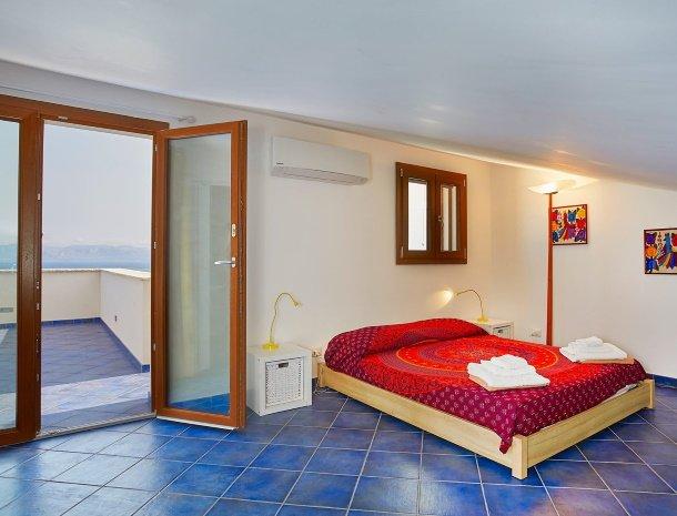 villa-ananda-scopello-sicilië-slaapkamer-terras.jpg