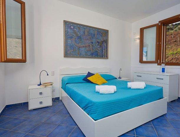 villa-ananda-scopello-sicilië-slaapkamer.jpg