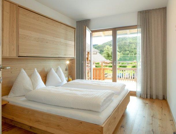 ferienhof-neusacher-weissensee-app-clove-slaapkamer.jpg