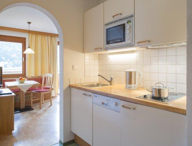 ferienhof-neusacher-weissensee-appartement-sonnenroschen-keuken.jpg