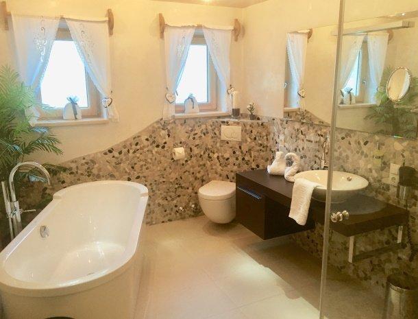 apartementen-krosbacher-fulpmes-badkamer.jpg