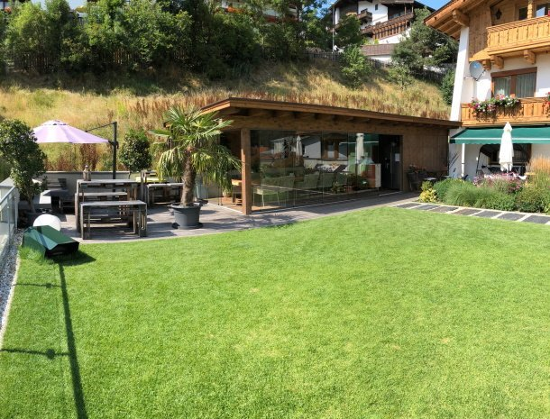 apartementen-krosbacher-fulpmes-tuin.jpg