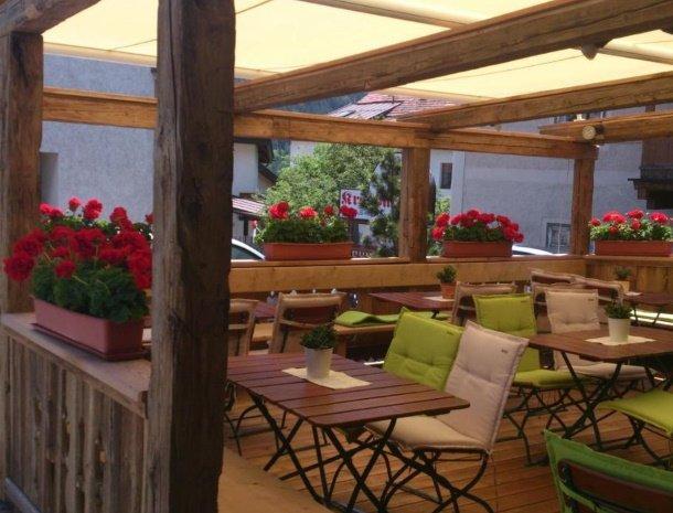 apartementen-krosbacher-fulpmes-restaurant-terras.jpg