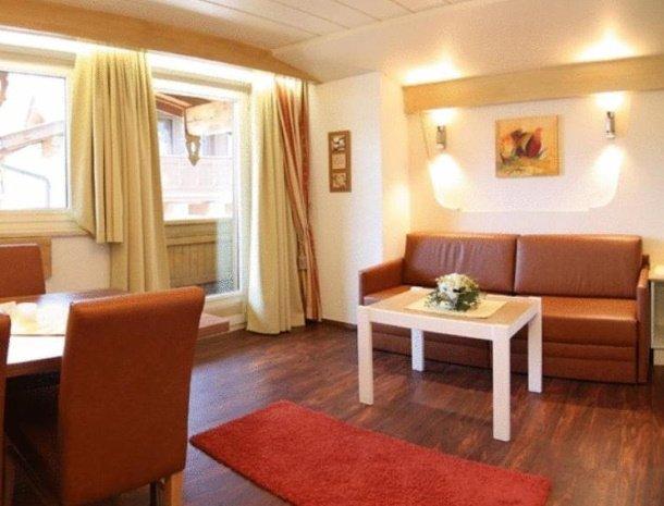 apartementen-krosbacher-fulpmes-woonkamer.jpg