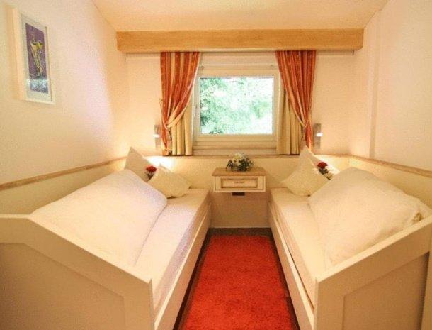 apartementen-krosbacher-fulpmes-slaapkamer-losse-bedden.jpg