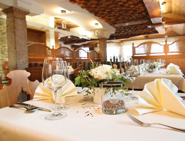 apartementen-krosbacher-fulpmes-restaurant.jpg