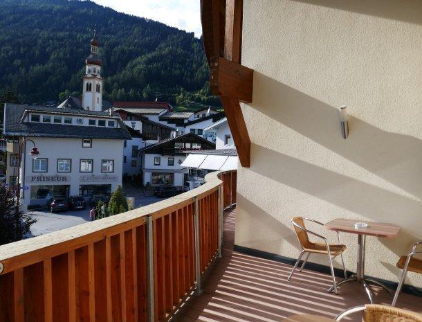 adler-pension-fulpmes-kamer-met-balkon-centrum.jpg