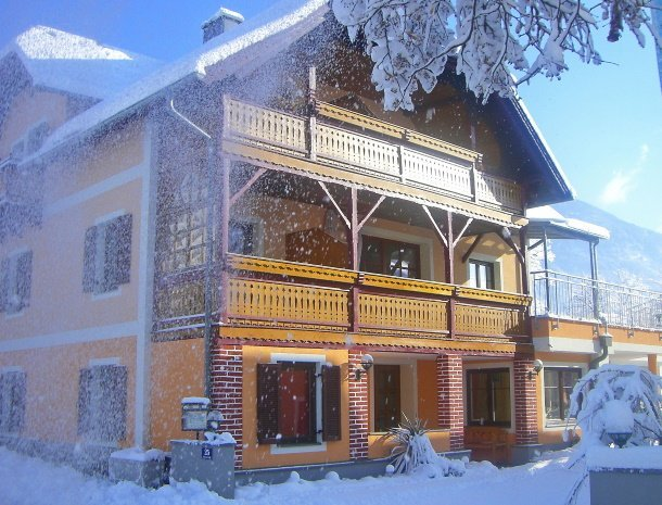 pension-linder-seeboden-millstattersee-huis-winter.jpg
