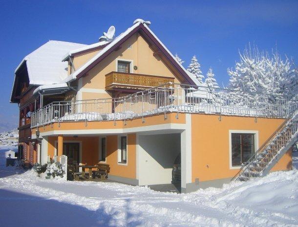 pension-linder-seeboden-millstattersee-huis-winter-overzicht.jpg