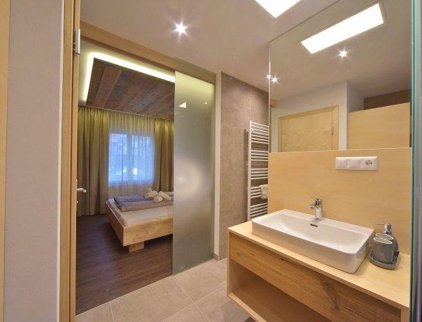 pension-linder-seeboden-millstattersee-kamer-nieuw-badkamer.jpg