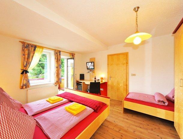 pension-linder-seeboden-millstattersee-kamer-met-extra-bed-balkon.jpg