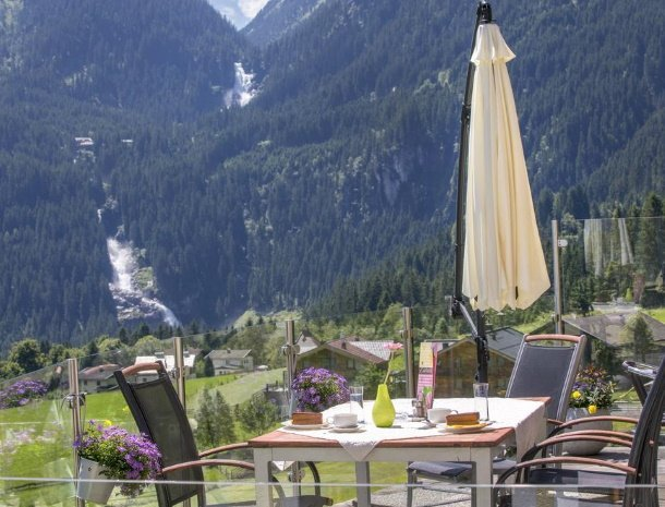 hotel-burgeck-krimml-terras-uitzicht-waterval-krimml.jpg
