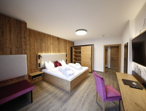 hotel-kirchenwirt-steiermark-kamer-dorfblick-gerenoveerd-2020.jpg