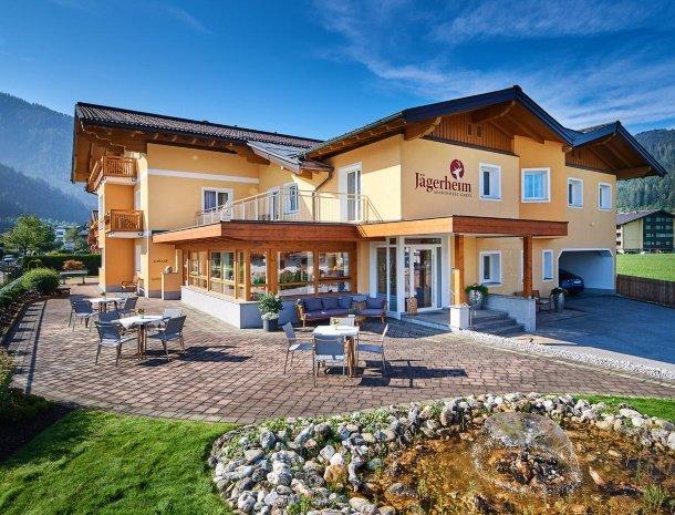 hotel-jaegerheim-flachau-zomer-terras.jpg