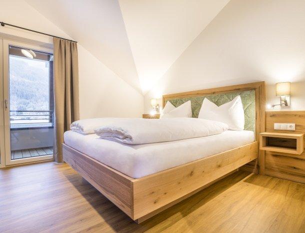 diebleibe-appartementen-flachau-salzburgerland-slaapkamer-balkon.jpg