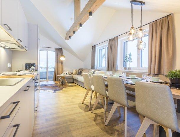 diebleibe-appartementen-flachau-salzburgerland-eettafel-woonkamer.jpg