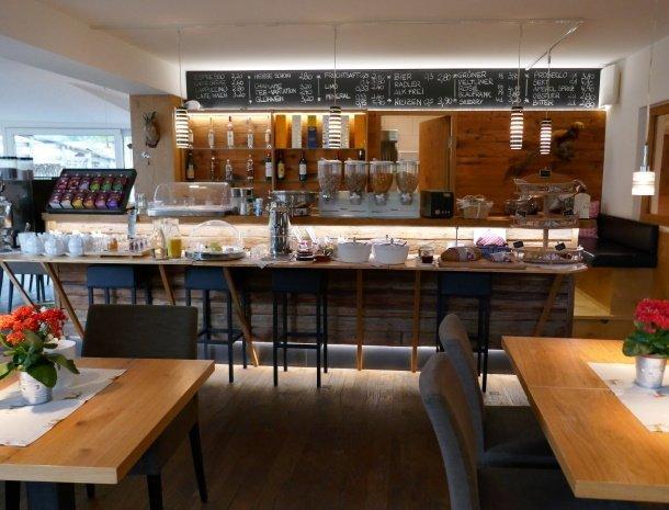 alpenlodge-brand-vorarlberg-ontbijtbuffet.jpg