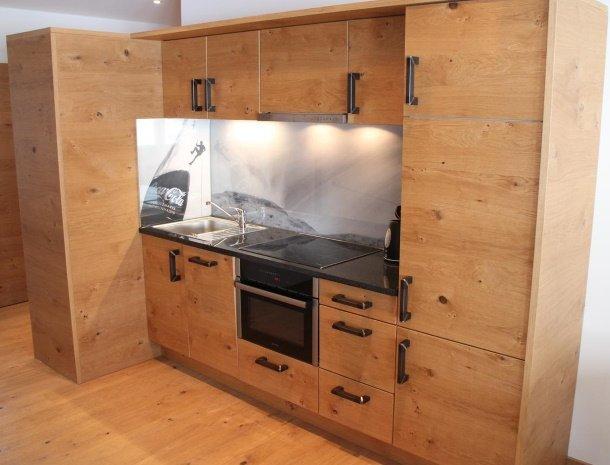 alpenlodge-brand-vorarlberg-kamer-met-keuken.jpg