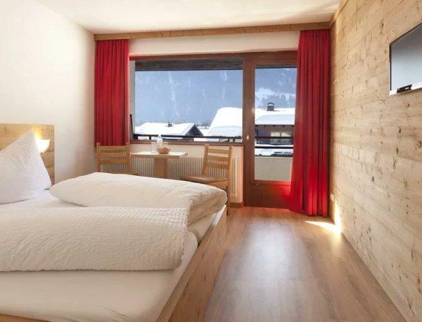 pension-hochjochstobli-schruns-vorarlberg-slaapkamer-bed.jpg