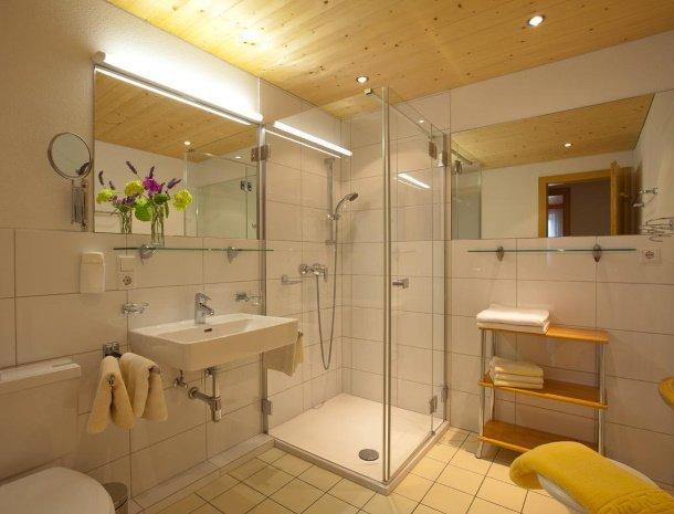alpenapart-montafon-tschagguns-vorarlberg-appartement-badkamer.jpg