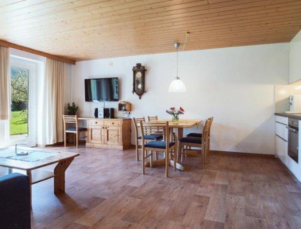 alpenapart-montafon-tschagguns-vorarlberg-appartement-2-woonkamer.jpg