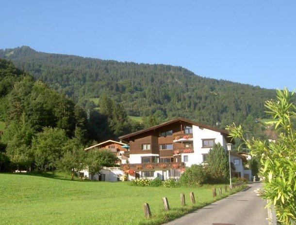 alpenapart-montafon-tschagguns-vorarlberg-appartementen-vooraanzicht.jpg