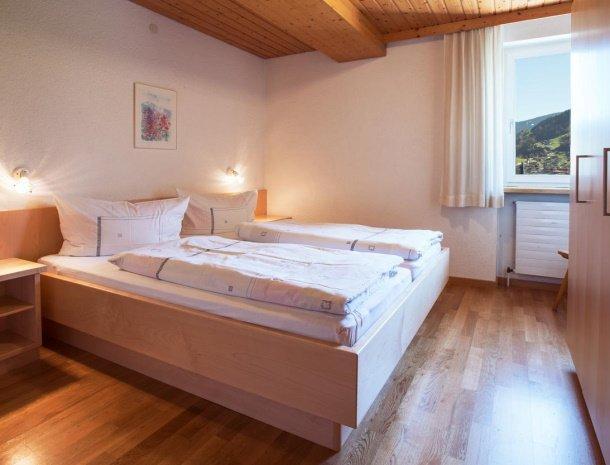 alpenapart-montafon-tschagguns-vorarlberg-appartement-slaapkamer.jpg