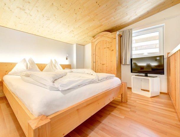 hotel-lun-brand-brandnertal-vorarlberg-slaapkamer-drie-personen-bed.jpg