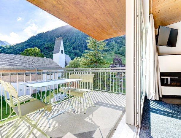 hotel-lun-brand-brandnertal-vorarlberg-uitzicht-balkon.jpg